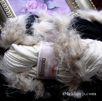 KATIA EVITA MERINO [70% Virgin Merino Wool, 30% Synthetic Fur], Wool - Faux Fur Mix Yarn
